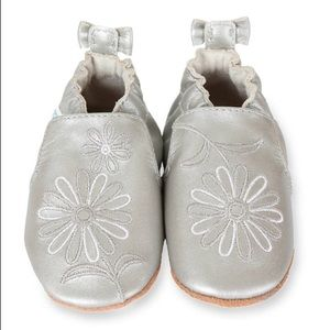 Robeez soft sole silver metallic mist leather 6-12